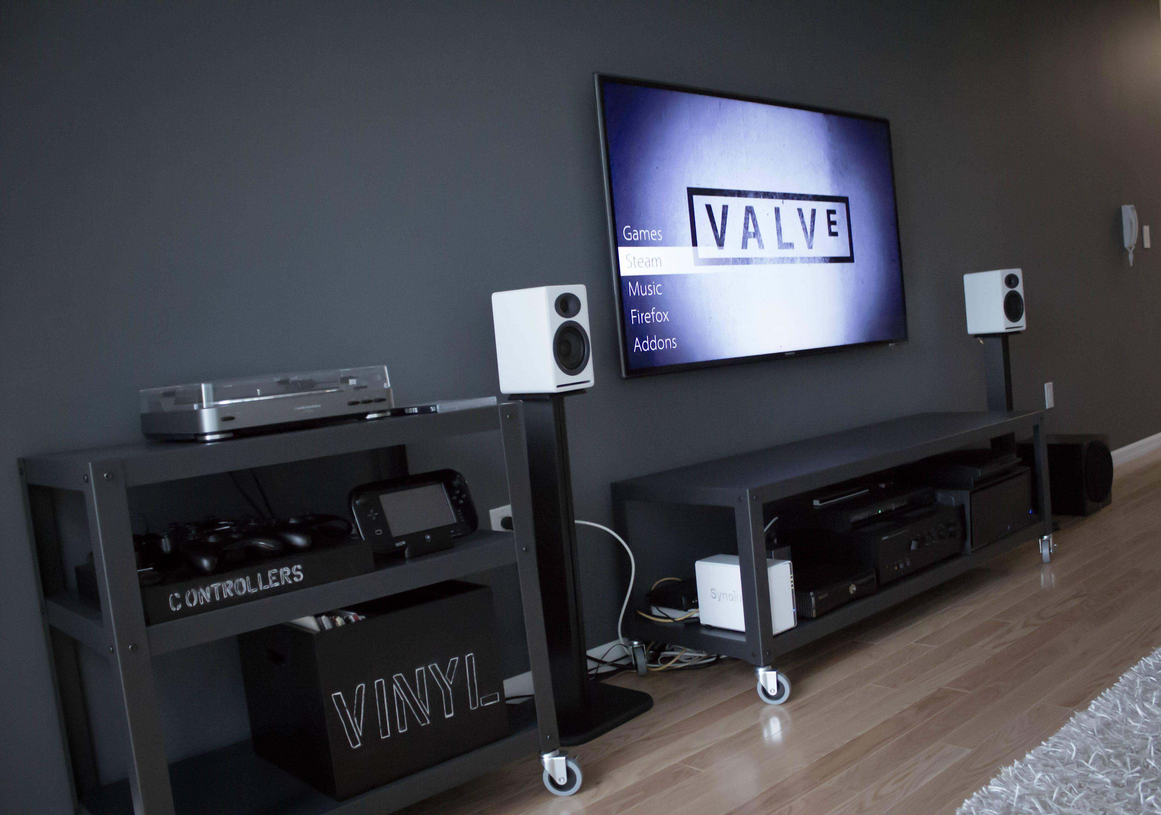 Cool computer setups and gaming setups for Living room tv setup