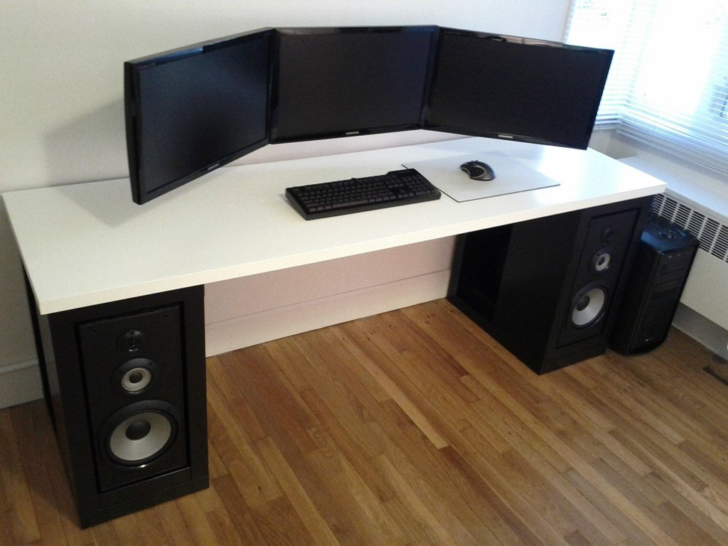 cool computer setups and gaming setups. Black Bedroom Furniture Sets. Home Design Ideas